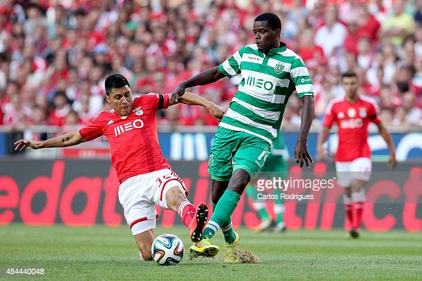 Benfica's midfielder Enzo Perez tries to stop Sporting's midfielder William Carvalho during the Primeira Liga match between SL Benfica and Sporting...