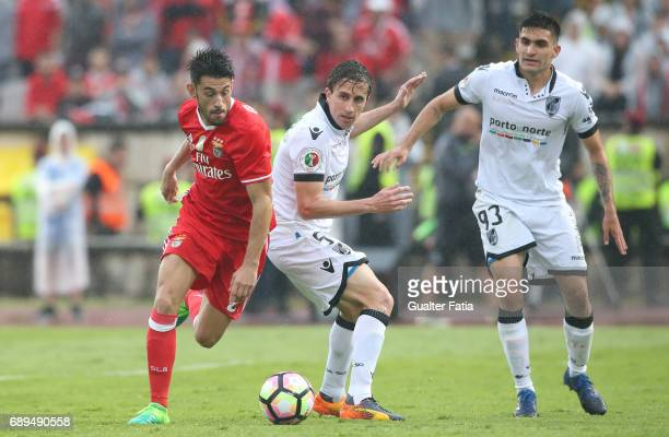 Benfica's midfielder from Portugal Pizzi with Vitoria Guimaraes' midfielder Rafael Miranda and Vitoria Guimaraes' midfielder Guillermo Celis in...