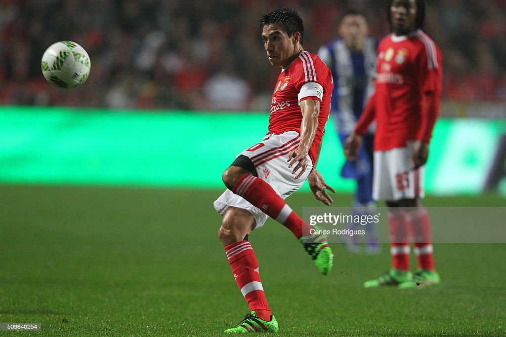 Benfica's midfielder Nicolas Gaitan during the match between SL Benfica and FC Porto for the portuguese Primeira Liga at Estadio da Luz on February 12, 2016 in Lisbon, Portugal.