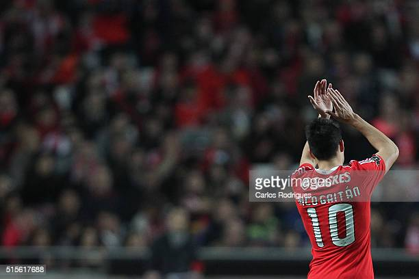 Benfica's midfielder Nicolas Gaitan thanks the supporters during the match between SL Benfica and CD Tondela for the portuguese Primeira Liga at...