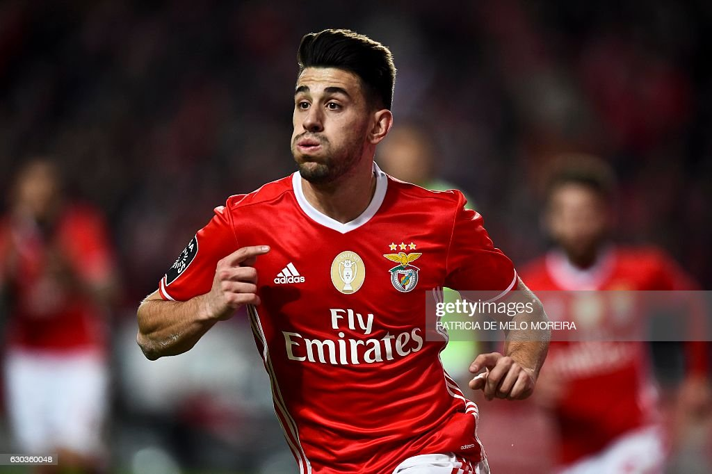 Benfica's midfielder Pizzi Fernandes celebrates after scoring during the Portuguese league football match SL Benfica vs Rio Ave FC at the Luz stadium in Lisbon on December 21, 2016. / AFP / PATRICIA