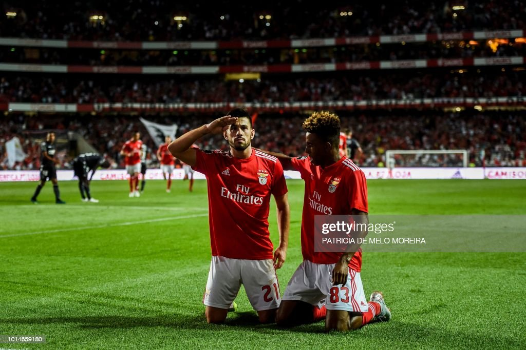 TOPSHOT - Benfica's midfielder Pizzi Fernandes (L) celebrates scoring a goal with teammate midfielder Gedson Fernandes during the Portuguese league football match between SL Benfica and Vitoria Guimaraes SC at the Luz stadium in Lisbon on August 10, 2018.