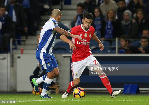 Benfica's midfielder Pizzi with FC Porto's defender from Uruguay Maxi Pereira in action during the Primeira Liga match between FC Porto and SL...