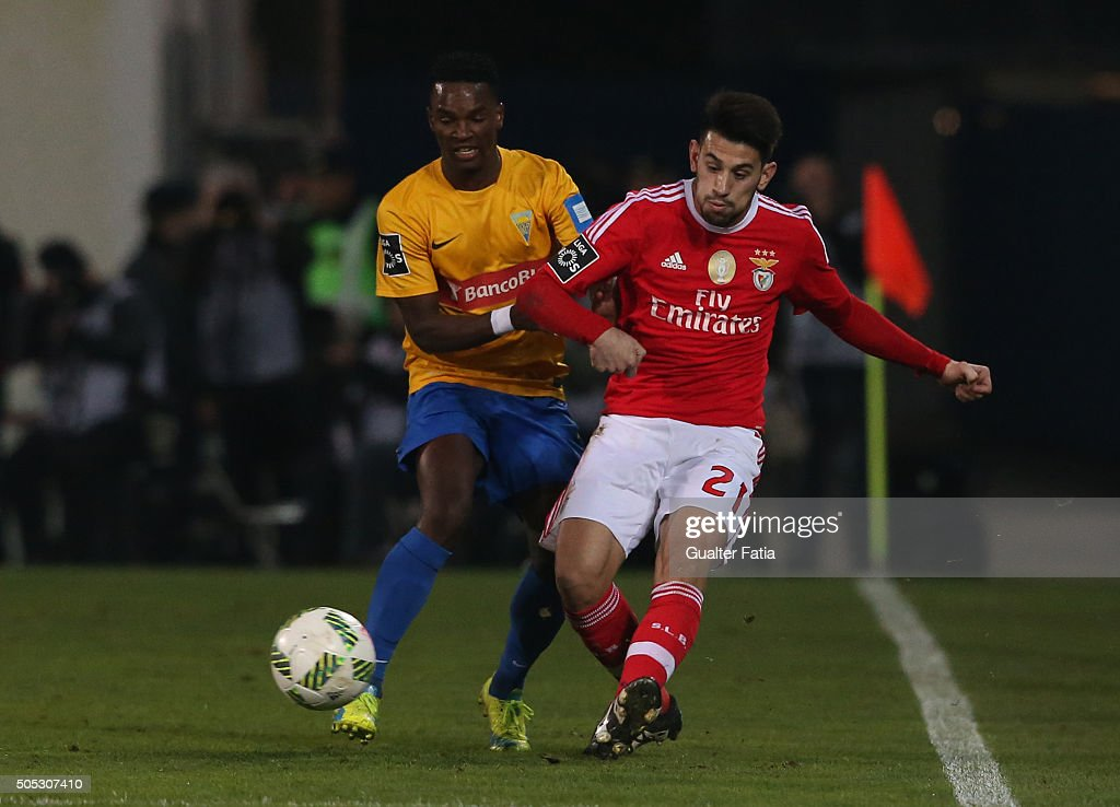 SL Benfica's midfielder Pizzi with GD Estoril Praia's defender Mano in action during the Primeira Liga match between GD Estoril Praia and SL Benfica at Estadio Antonio Coimbra da Mota on January 16, 2016 in Estoril, Portugal.