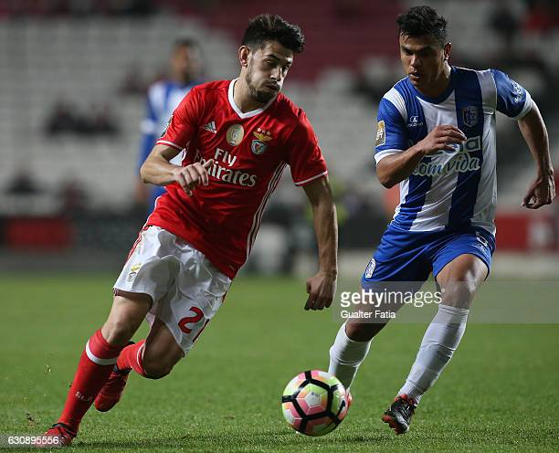 Benfica's midfielder Pizzi with Vizela's midfielder Alex Porto from Brazil in action during the Primeira Liga match between SL Benfica and FC Vizela...