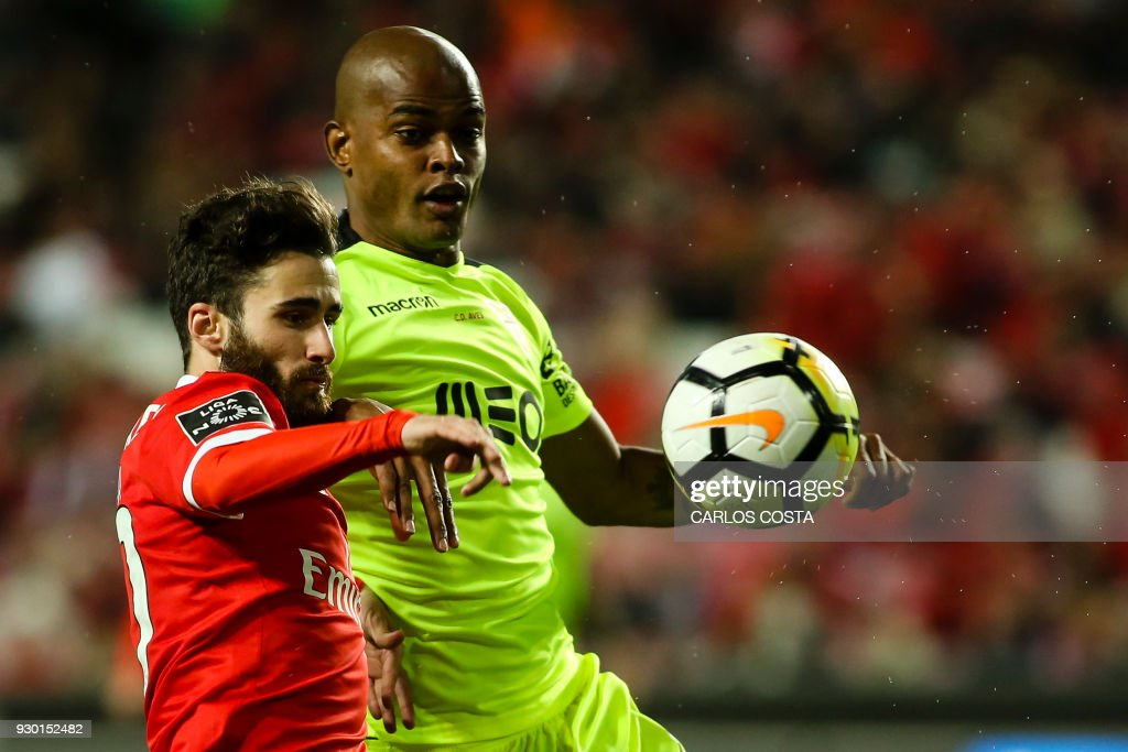 Benfica's midfielder Rafa Silva (L) vies with Aves' Brazilian defender Jorge Felipe during the Portuguese league football match between SL Benfica and CD Aves at the La Luz stadium in Lisbon on March 10, 2018. /