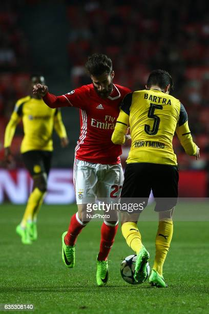 Benfica's midfielder Rafa Silva vies with Dortmund's defender Bartra during the Champions League football match between SL Benfica and Borussia...