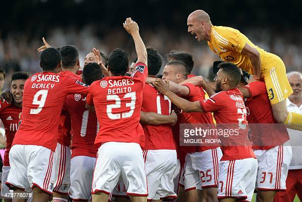 Benfica's players celebrate at the end of the Portuguese league football match Vitoria SC vs SL Benfica at the Dom Afonso Henriques stadium in...