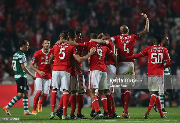 Benfica's players celebrate the victory at the end of the Primeira Liga match between SL Benfica and Sporting CP at Estadio da Luz on December 11...