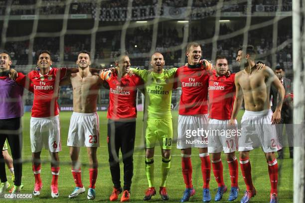 Benfica's players celebrates final game during the Premier League 2016/17 match between Boavista FC and SL Benfica at Bessa XXI Stadium in Porto on...