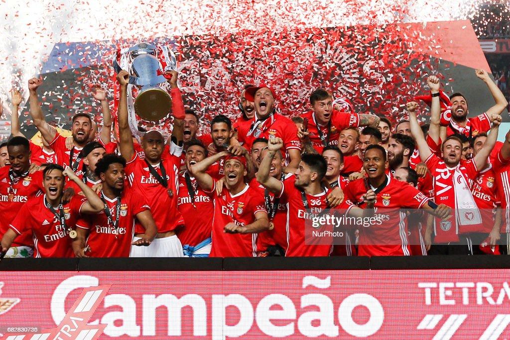 SL Benfica v Vitoria Guimaraes - Premier League 2016/17 : News Photo