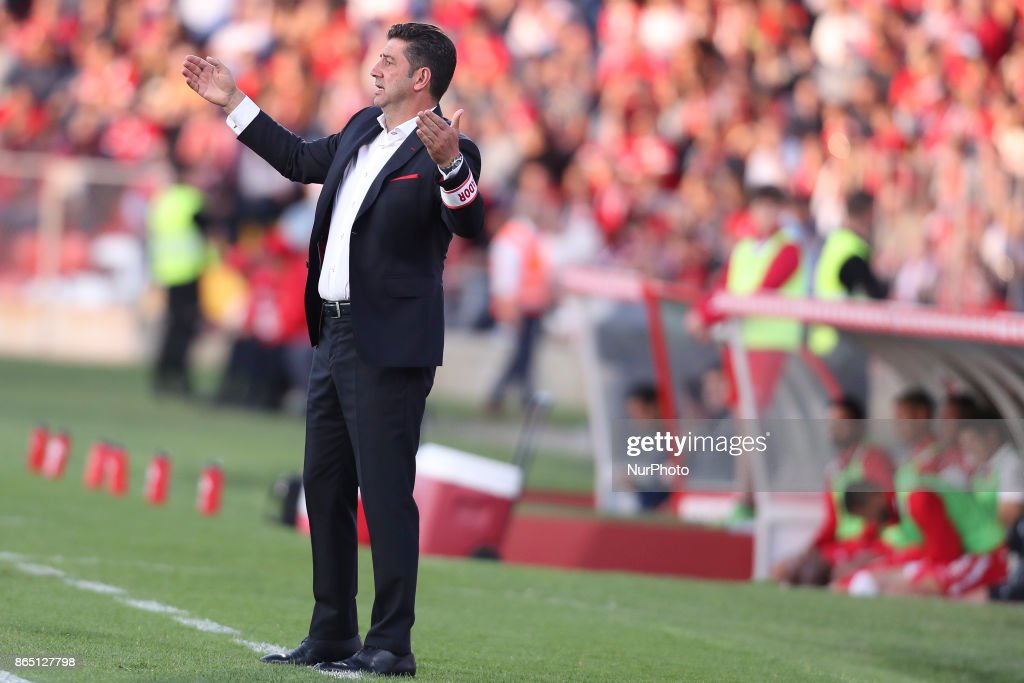 Benfica's Portuguese head coach Rui Vitoria during the Premier League 2017/18 match between CD Aves and SL Benfica, at Estadio do Clube Desportivo das Aves in Aves on October 22, 2017.