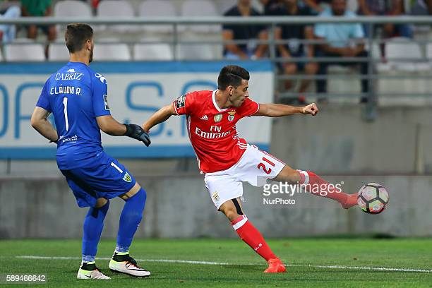 Benfica's Portuguese midfielder Pizzi in action with Tondela's Portuguese goalkeeper Claudio Ramos during the Premier League 2016/17 match between CD...