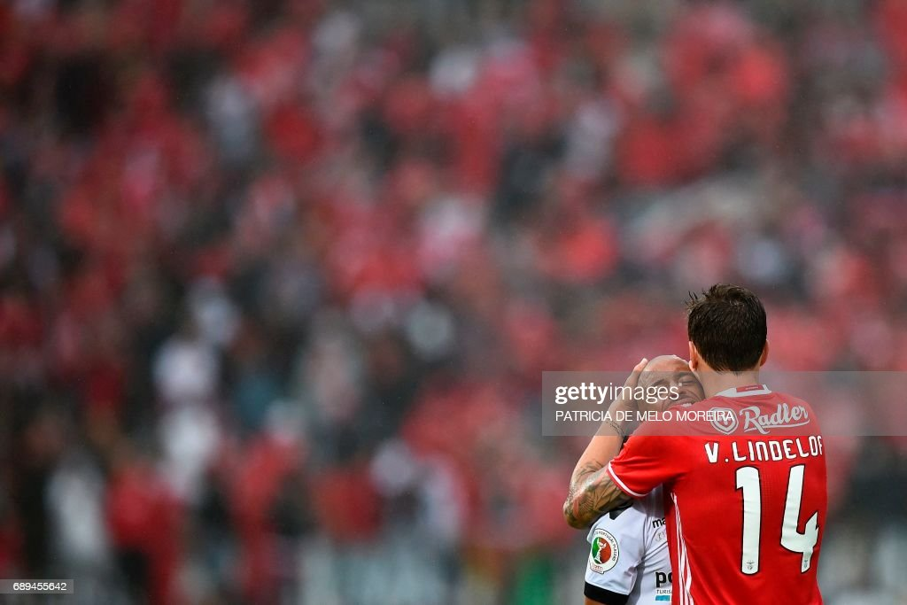 Benfica's Swedish defender Victor Lindelof (R) comforts Vitoria Guimaraes' Colombian midfielder Guillermo Celis at the end of the Portugal's Cup final football match SL Benfica vs Vitoria SC at Jamor stadium in Oeiras, outskirts of Lisbon on May 28, 2017. Benfica won 2-1. /