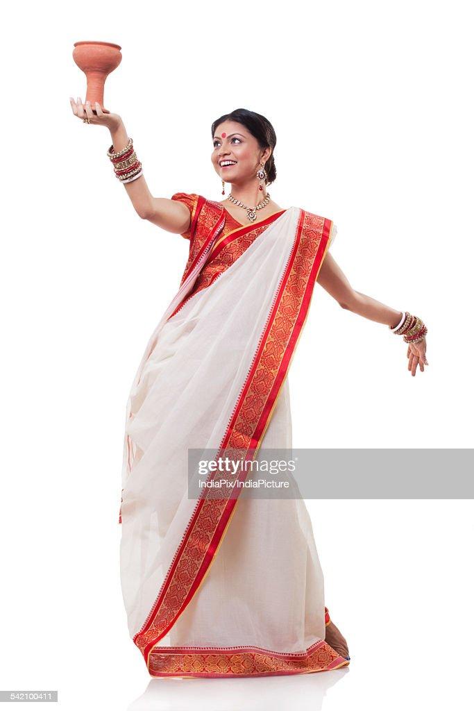Bengali woman doing Dhunuchi dance