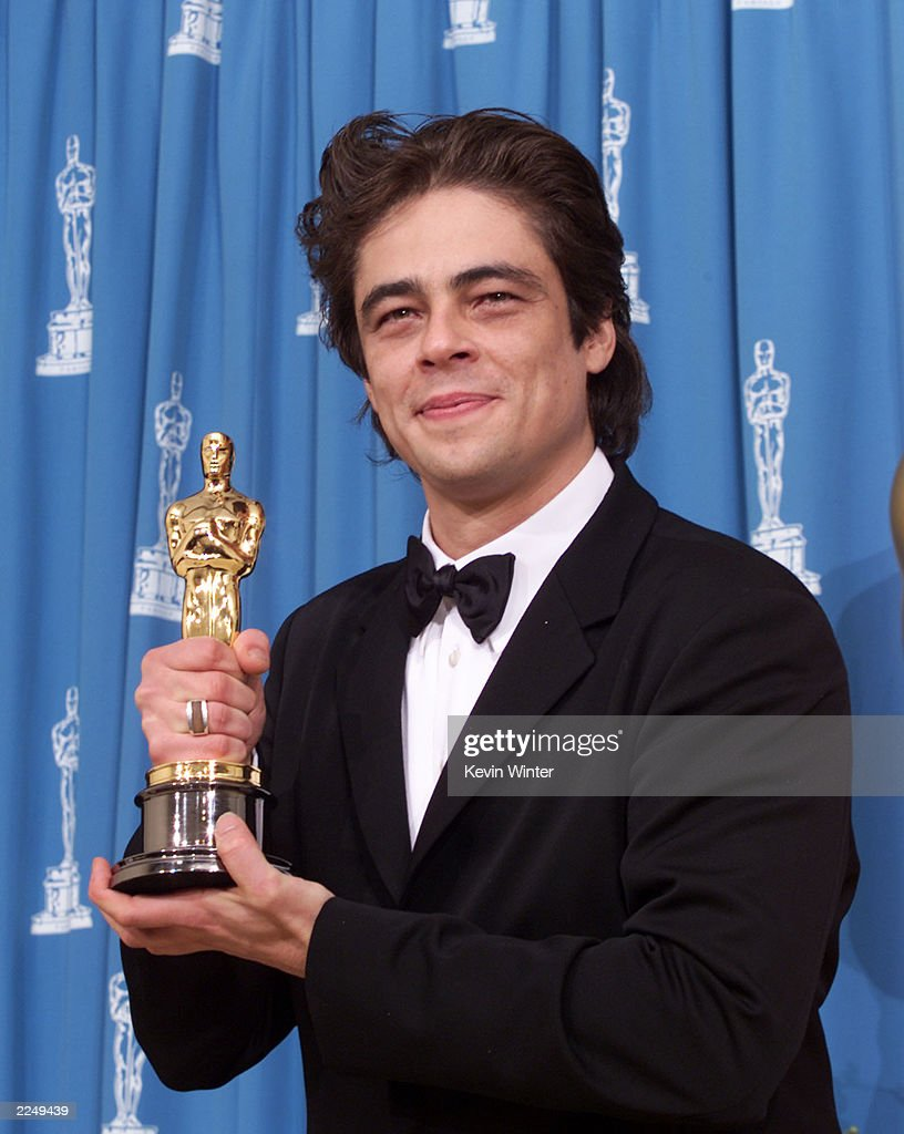 Benicio Del Toro with Oscar for best supporting actor for