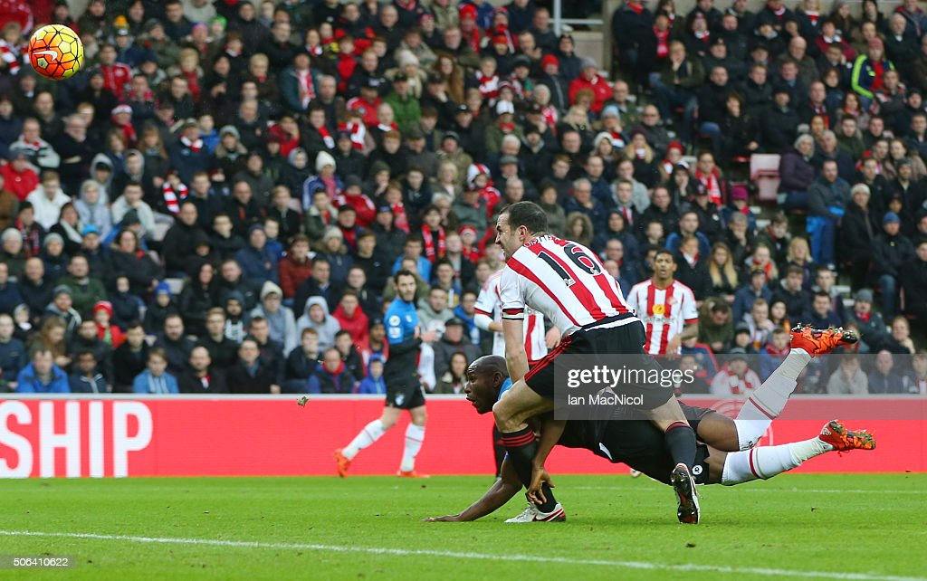 Benik Afobe of Bournemouth heads the ball to score his team's first goal during the Barclays Premier League match between Sunderland and A.F.C. Bournemouth at the Stadium of Light on January 23, 2016 in Sunderland, England.