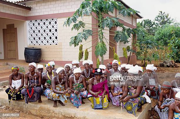 BEN Benin Mono district Adomé Priestesses performing a protection ceremony in front of a newly created nateral healing clinic built by the German...