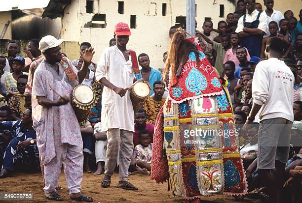 Spured on by the rhythm of the drums an egungun begins to dance