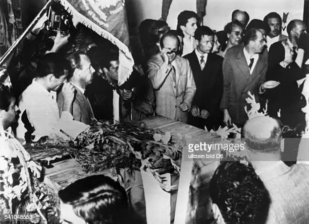 Benito Mussolini *29071883Politiker Italien19251943/45 Diktator ItaliensDie Trauergemeinde während des Requiemsfür Mussolini in der...