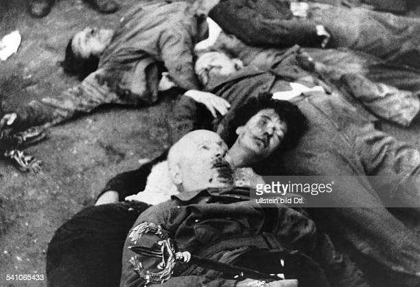 Benito Mussolini *29.07.1883-+Politiker, Italien1925-1943/45 Diktator ItaliensDie Leichen Mussolinis und seiner letztenBegleiter auf dem Piazzale...