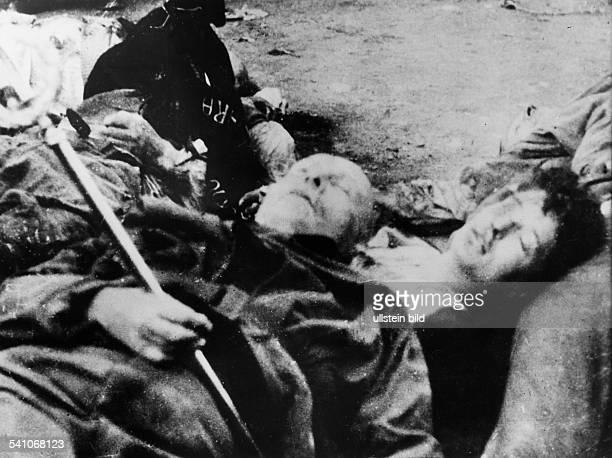 Benito Mussolini *29071883Politiker Italien19251943/45 Diktator ItaliensDie Leichen Mussolinis und seiner letztenBegleiter auf dem Piazzale Loreto...