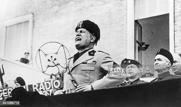 Benito Mussolini *29071883Politiker Italien19251943/45 Diktator Italiens während seiner Rede an die `Garde derLandarbeiter' anlässlichder Einweihung...