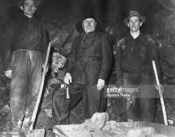 Benito Mussolini lors d'une visite dans une mine en Italie