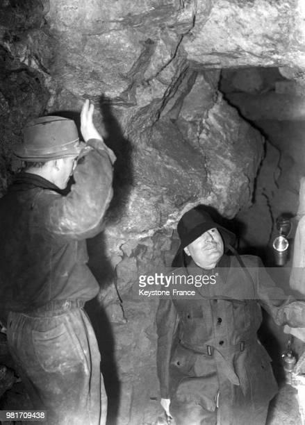 Benito Mussolini lors d'une visite dans une mine en Lombardie en Italie