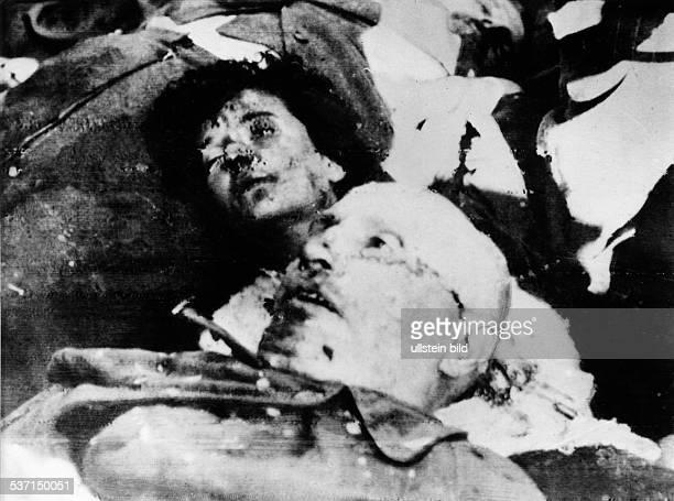 Benito Mussolini Politiker Italien 19251943/45 Diktator Italiens Die Leichen Mussolinis und seiner letzten Begleiter auf dem Piazzale Loreto in...