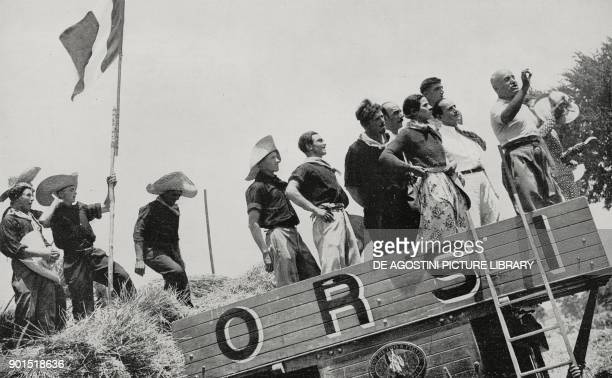 Benito Mussolini speaks to workers of the Agro Pontino in occasion of threshing and promises that on July 9 of the year XIII of the Revolution he...