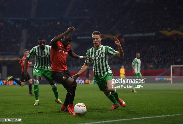Benjamin Andre of Rennes is challenged by Sergio Canales of Betis during the UEFA Europa League Round of 32 First Leg match between Stade Rennais and...