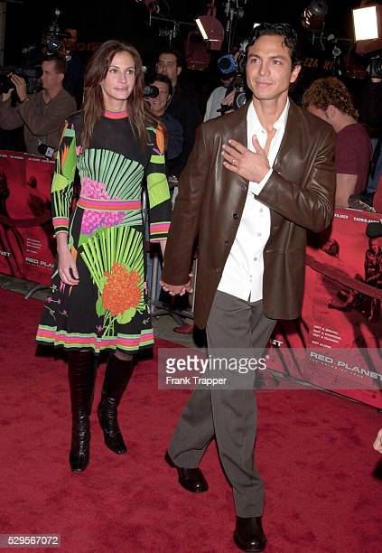 Benjamin Bratt Julia Roberts arrive at the gala premiere of the epic adventure Red Planet held at Mann's Village Theater
