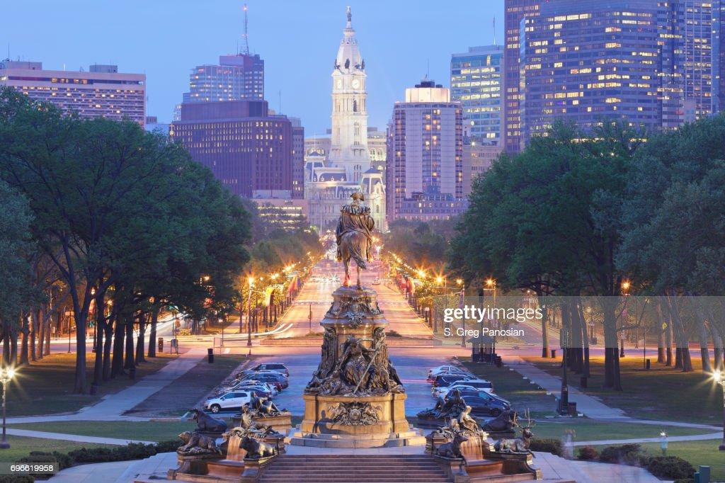 Benjamin Franklin Parkway - Philadelphia Skyline : Stock Photo