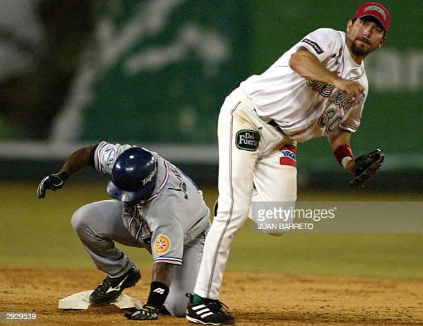 Benjamin Gil de Los Tomateros de Culiacana realiza un out al jugador Miguel Tejada de Los Tigres de Licey en los juegos de la Serie del Caribe en...