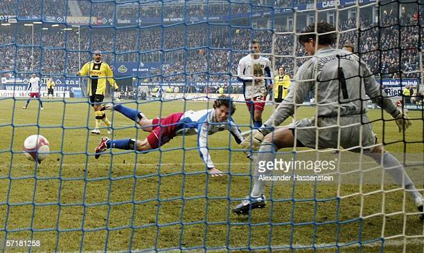 Benjamin Lauth of Hamburg scores the second goal during the Bundesliga match between Hamburger SV and Borussia Dortmund at the AOL Arena on March 25,...