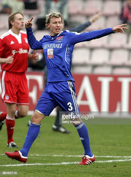 Benjamin Schwarz of Unterhaching during the 3Liga match between SpVgg Unterhaching and Bayern Muenchen II at the Generali Sportpark on January 24...
