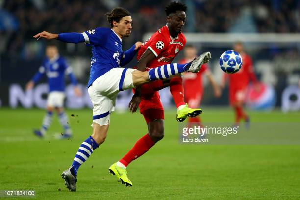 Benjamin Stambouli of Schalke challenges Eder of Moscow during the UEFA Champions League Group D match between FC Schalke 04 and FC Lokomotiv Moscow...
