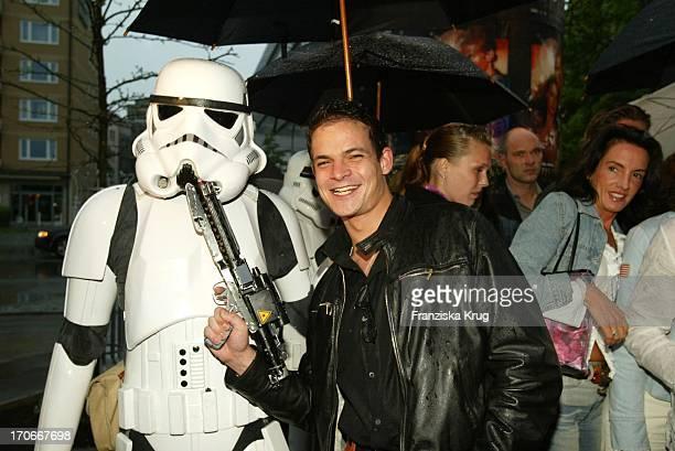 Benjamin Tewaag Bei Der Charity Vorpremiere Star Wars Episode Ii Im Münchener Cinema Zugunsten Der Stiftung Horizont