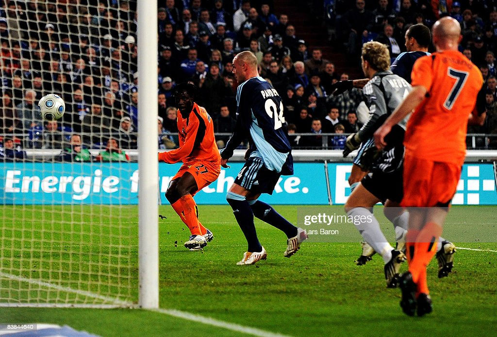 Benjani Mwaruwari of Manchester (#27) scores the first goal during the UEFA Cup Group A match between FC Schalke 04 and Manchester City at the Veltins Arena on November 27, 2008 in Gelsenkirchen, Germany.