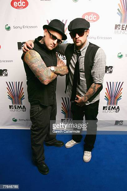 Benji Madden and Joel Madden of Good Charlotte poses in the Awards Room during the MTV Europe Music Awards 2007 at the Olympiahalle on November 1...