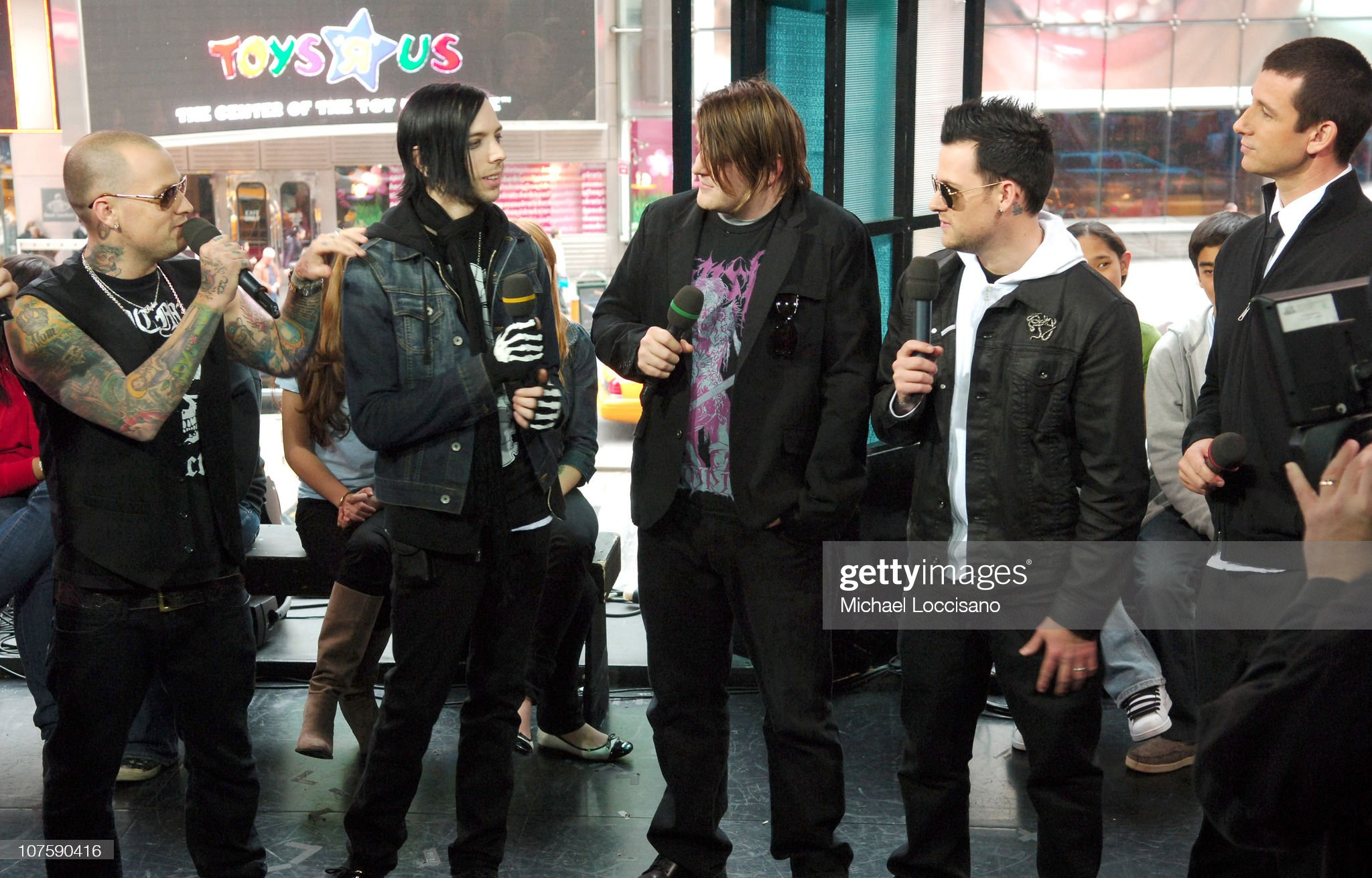 ¿Cuánto mide Benji Madden? - Altura - Real height Benji-madden-billy-martin-paul-thomas-joel-madden-and-dean-picture-id107590416?s=2048x2048
