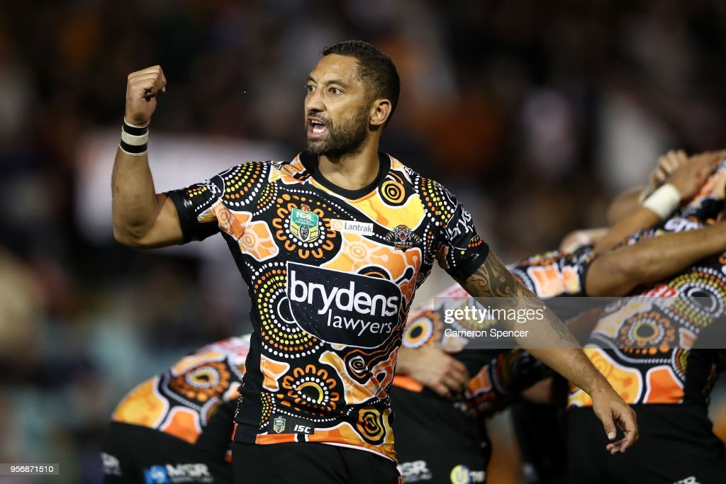 Benji Marshall of the Tigers talks to team mates during the round 10 NRL match between the Wests Tigers and the North Queensland Cowboys at Leichhardt Oval on May 10, 2018 in Sydney, Australia.