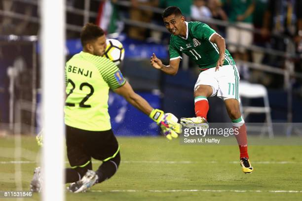 Benji Villalobos of El Salvador is hit in the face by a shot on goal from Elias Hernandez of Mexico during the second half of a 2017 CONCACAF Gold...