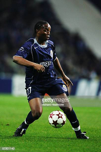 Benni McCarthy of FC Porto in action during the UEFA Champions League knockout stage 1st leg match between Porto and Inter Milan held at the Drago...