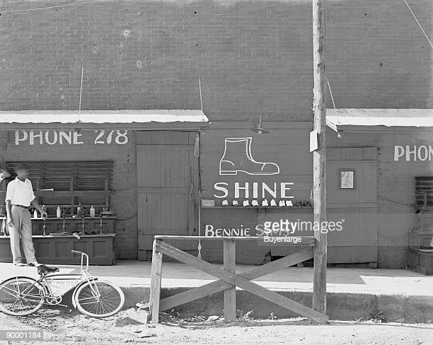 Bennie Sims New Orleans Shoe Shine Stand
