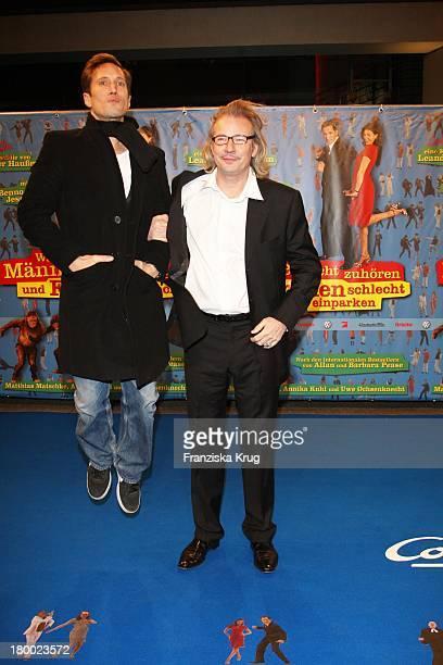 """Benno Fürmann Und Leander Haussmann Bei Der Premiere Von """"Warum Männer Nicht Zuhören Und Frauen Schlecht Einparken Können"""" Im Cinemaxx In Berlin ."""