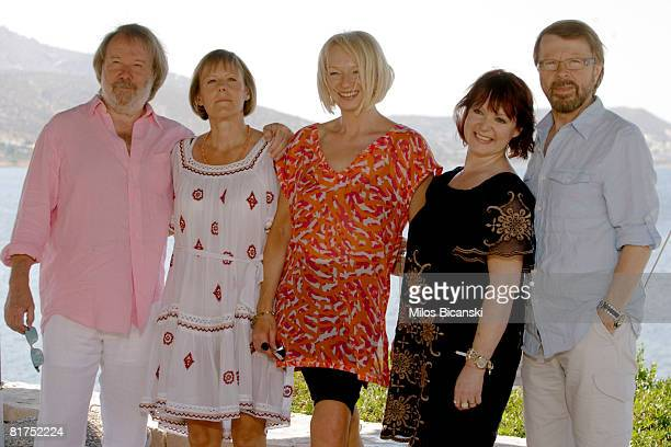 Benny Andersson an unidentified woman Judy Cramer Mona Norkilt and Bjorn Ulvaeus of the Swedish music band Abba pose during a photocall for the movie...