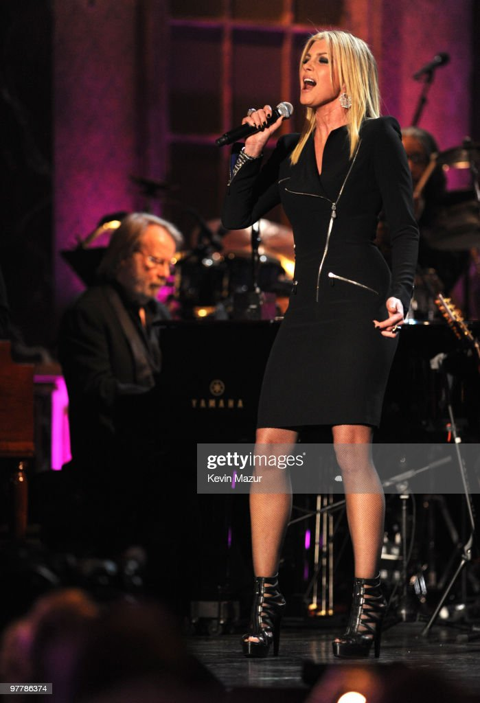 25th Annual Rock And Roll Hall Of Fame Induction Ceremony - Show : News Photo