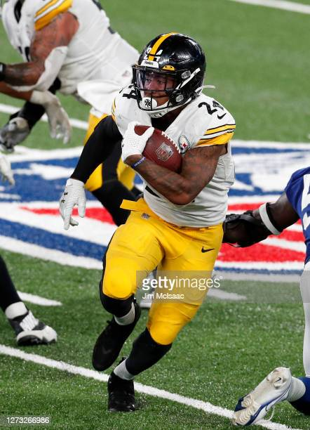 Benny Snell Jr. #24 of the Pittsburgh Steelers runs the ball against the New York Giants at MetLife Stadium on September 14, 2020 in East Rutherford,...
